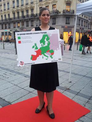 Amélie participe à une action contre le foie gras
