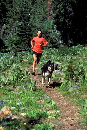 Scott Jurek s'entraîne avec son chien Tonto
