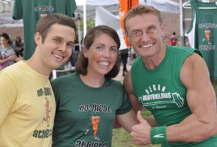 Matt Frazier et deux autres personnes, équipe sportive